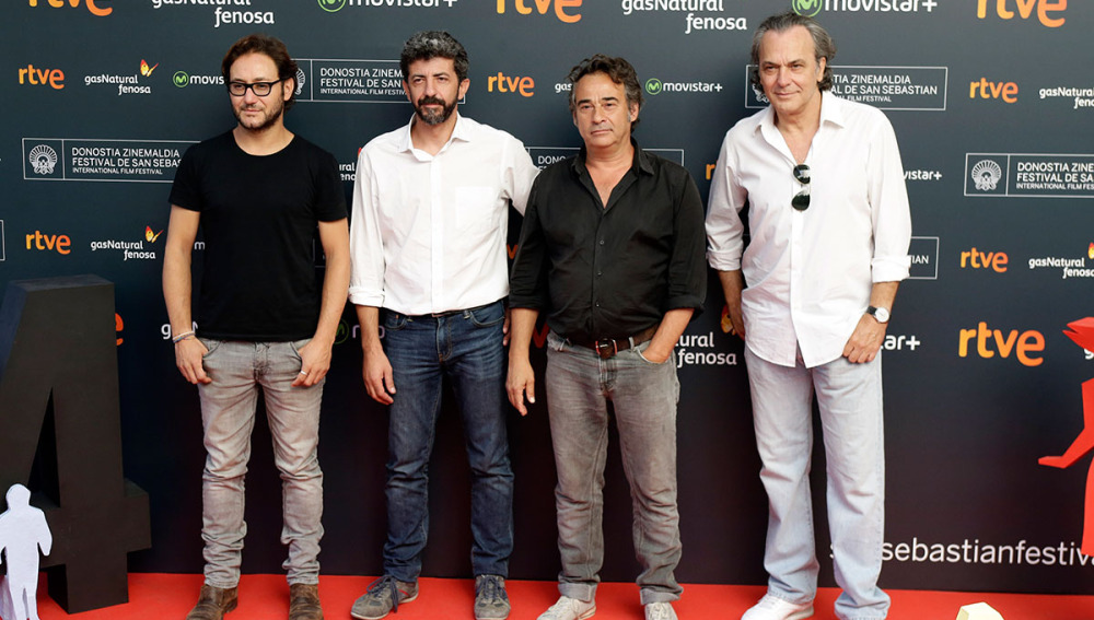 El director Alberto Rodríguez junto a Eduard Fernández, Jose Coronado y Carlos Santos