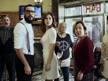 El equipo al completo de El Bar, la nueva película de Álex de la Iglesia