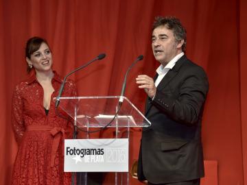 Leonor Watling entrega el Fotogramas de Plata a Eduard Fernández