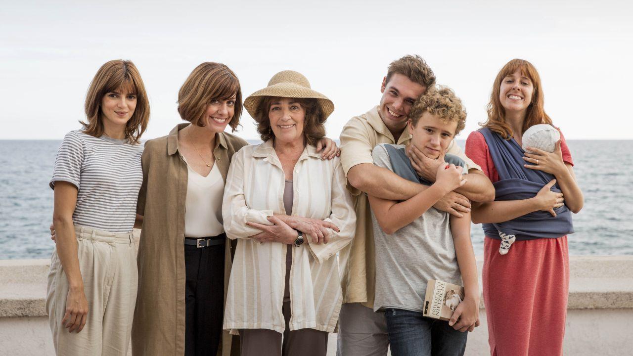 Gente Que Viene Y Bah La Comedia Romántica Basada En La Popular Novela De Laura Norton Llega A Los Cines El 18 De Enero De 2019 Atresmedia Cine