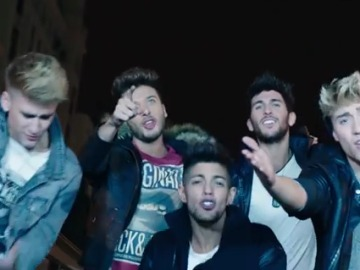 Auryn cantando 'Saturday I'm in Love'