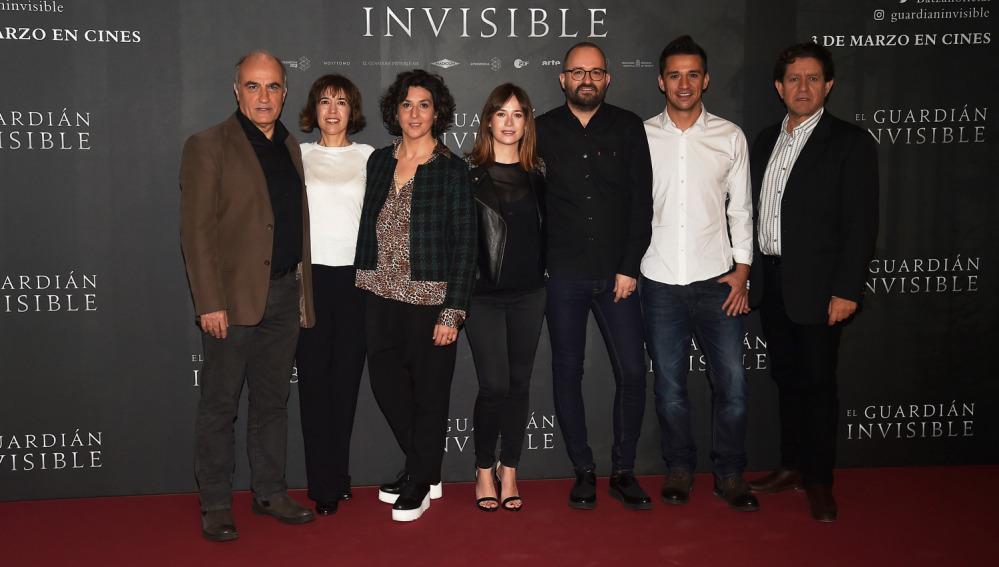 El equipo al completo de 'El Guardián Invisible'
