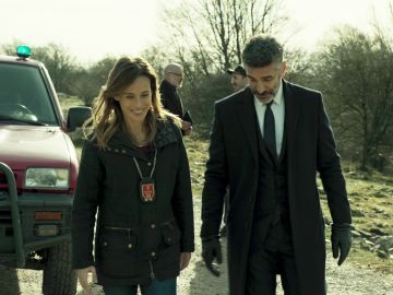 Marta Etura y Leonardo Sbaraglia en 'Legado en los huesos'